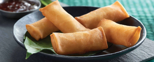 Plate of foodservice Amoy Asian One Bite Vegetable Spring Rolls in a restaurant setting