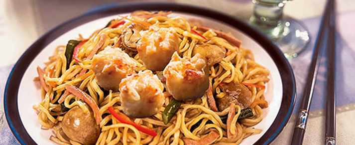 Plate of foodservice Amoy Asian Shaomai Lo Mein in a restaurant setting