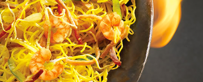 Plate of foodservice Amoy Asian Chow Mein Noodles in a restaurant setting